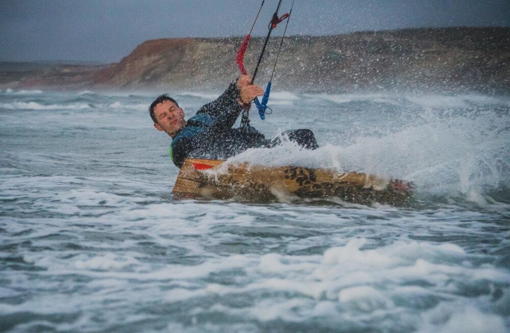 ФОТО: Эстонские серферы побывали в Назаре — там образуются самые гигантские волны в мире! Смотрим!
