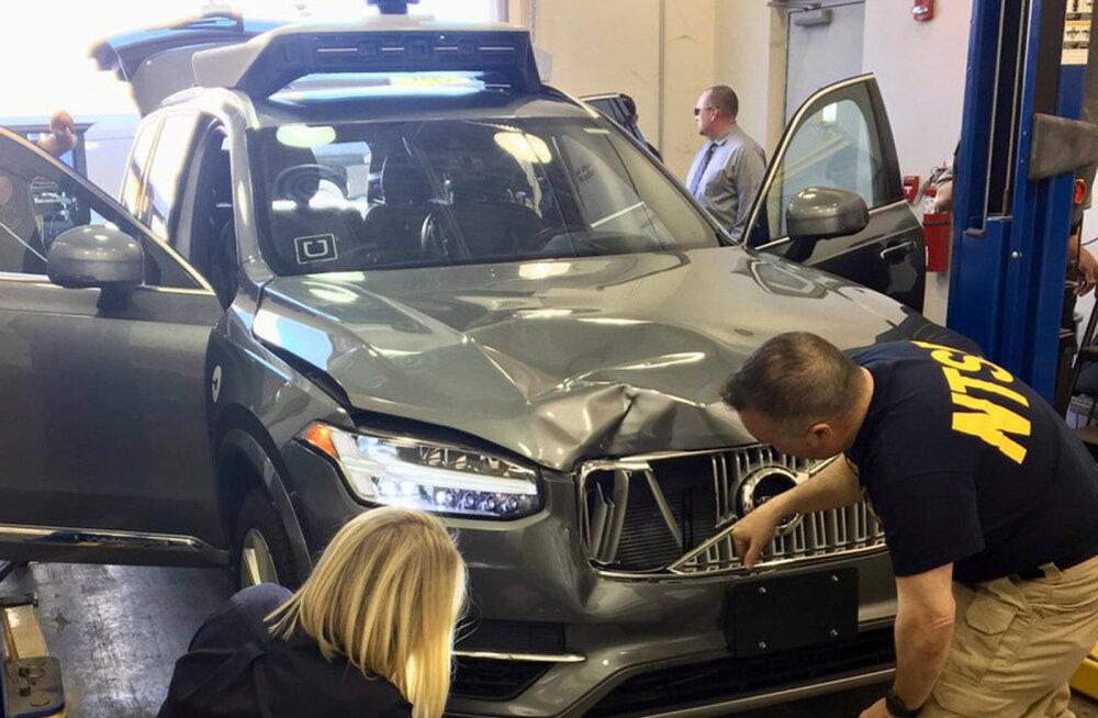 """Uus raport: jalakäija surnuks sõitnud Uberi isejuhtiv auto küll tuvastas teele astunud inimese, kuid """"otsustas"""" mitte peatuda"""