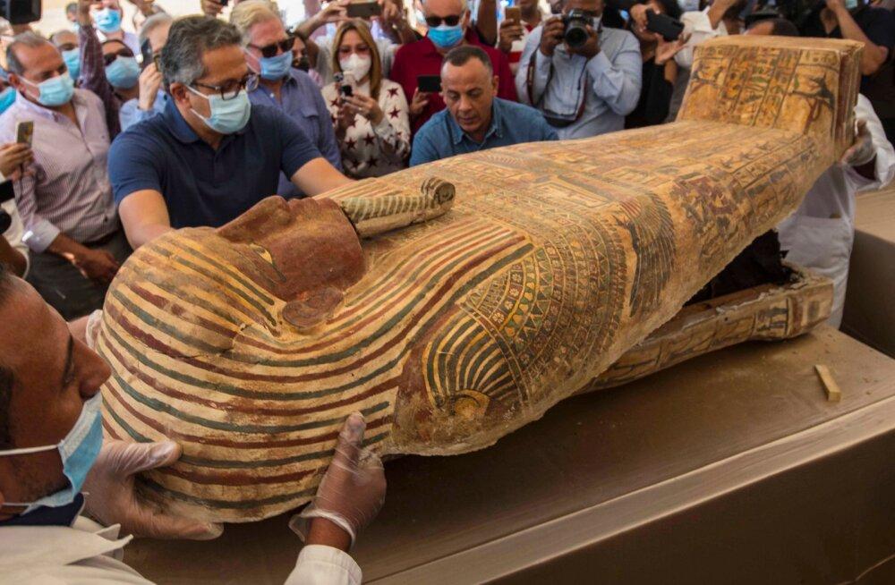 ФОТО | В Египте впервые открыли саркофаг с 2500-летней мумией. А что внутри?