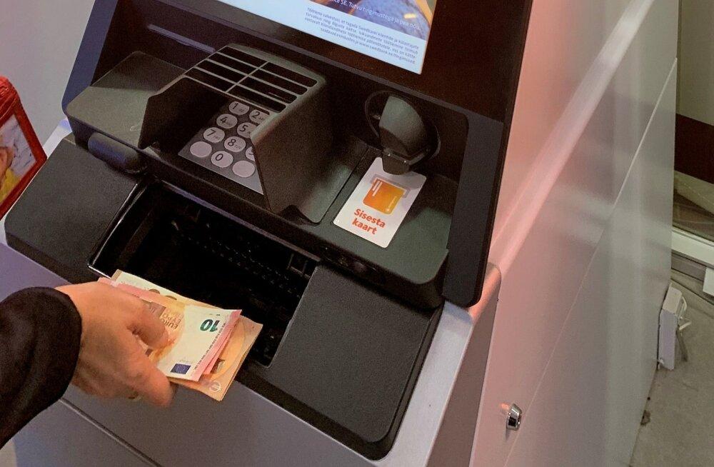 Swedbanki uued rahaautomaadid ei väljasta enam viieeurost.