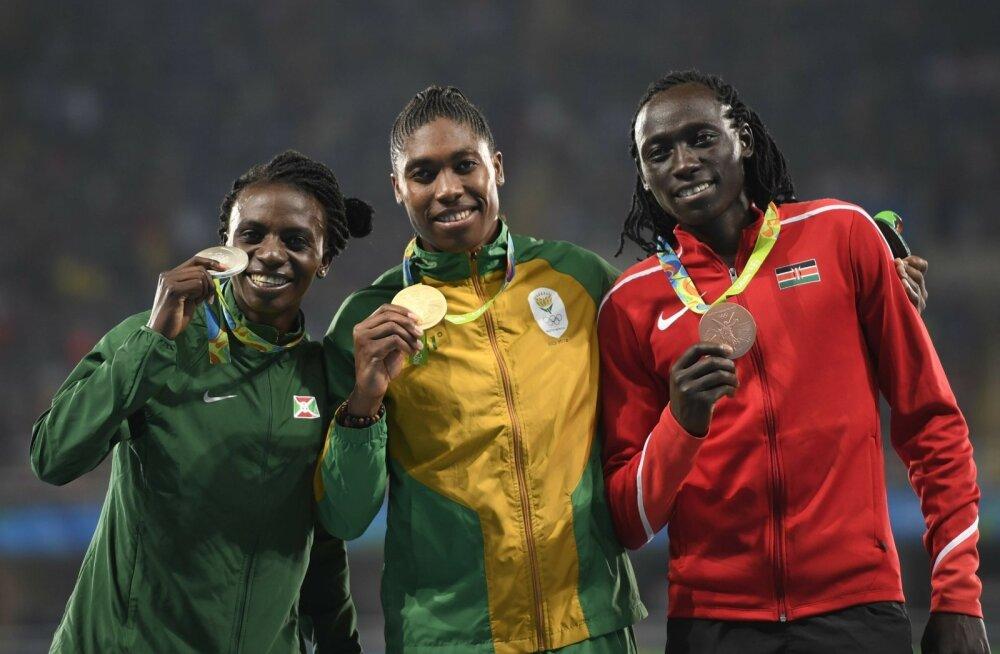 Meheliku välimuse ja teistest kõrgema testosteroonitasemega naisatleedid Francine Niyonsaba, Caster Semenya ja Margaret Nyairera Wambui ei jätnud teistele ühtegi medalit.