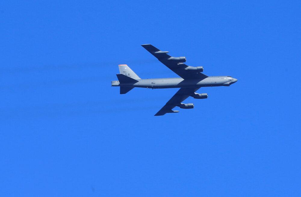 Vene hävitaja saatis Musta mere kohal USA pommitajat B-52