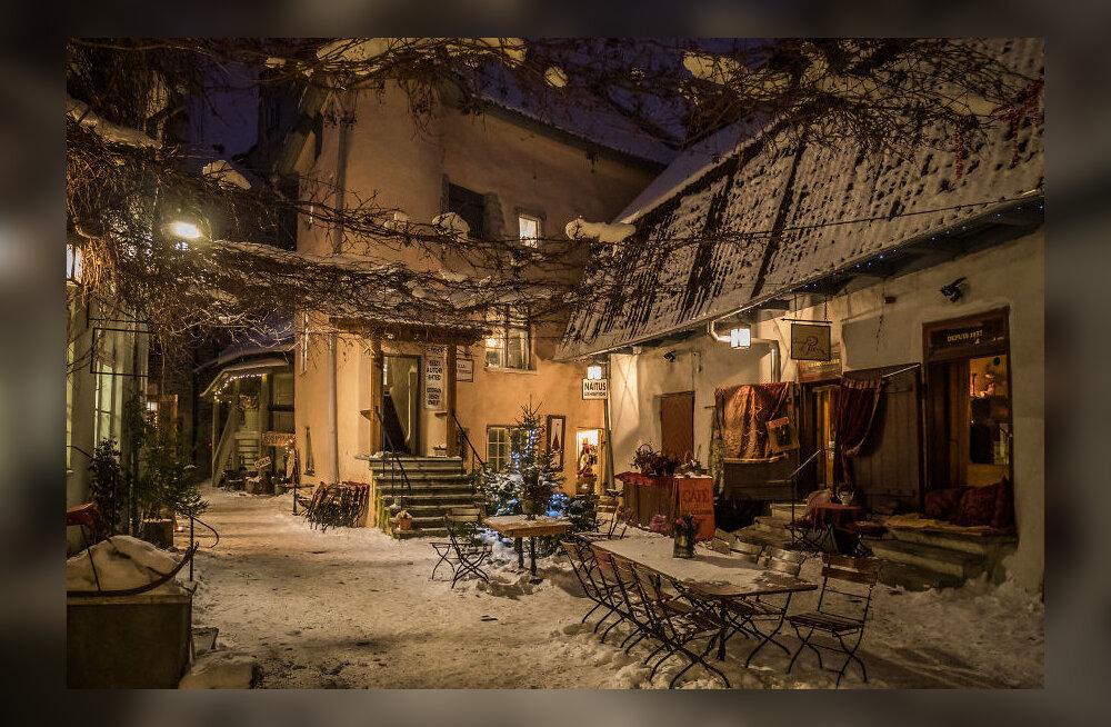MÄRGATUD: Eesti fotograafi muinasjutulised vanalinnakaadrid koguvad netis Tallinnale kuulsust