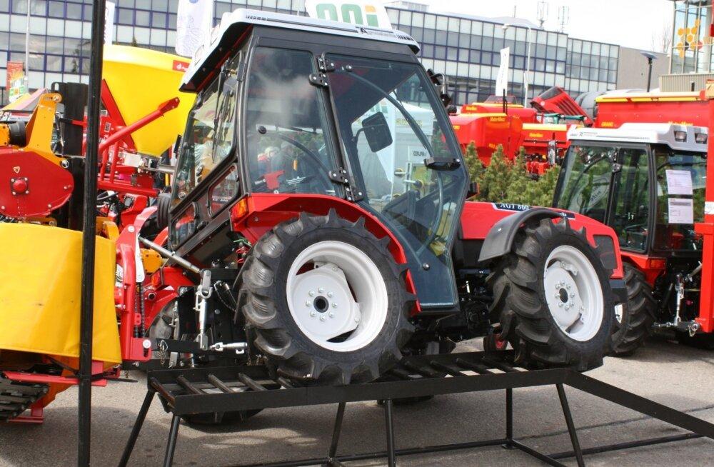 Näide Sloveenias toodetud põllutehnikast – väiketraktor AGT 860 on universaalne, sobides tööd rügama nii põllule, metsa kui linnatänavaile.