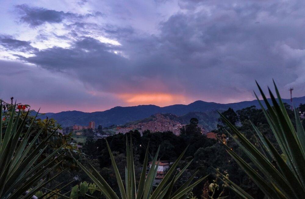 Päikeseloojand Medellinis