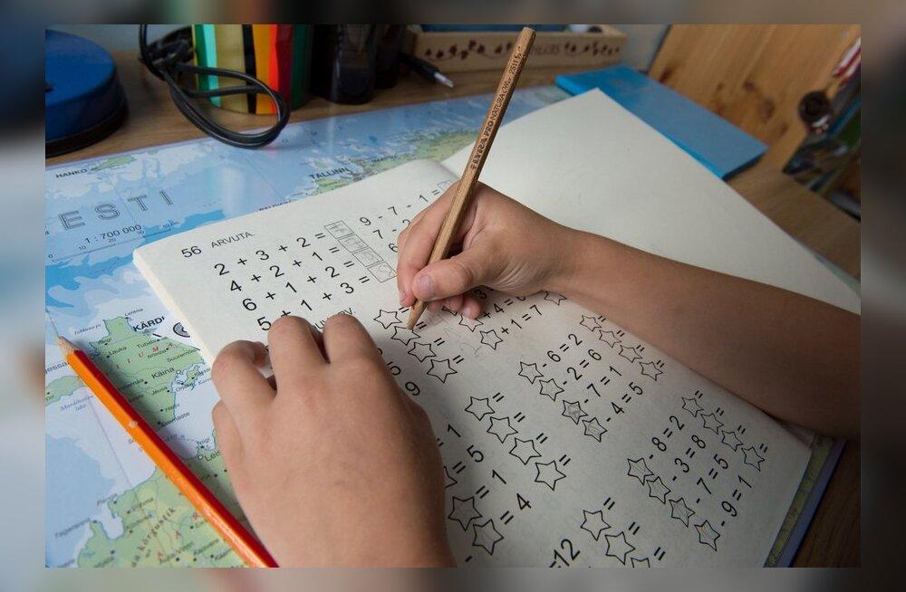 Kas ja kui palju peaks kool algklassiõpilastele koduseid töid andma?