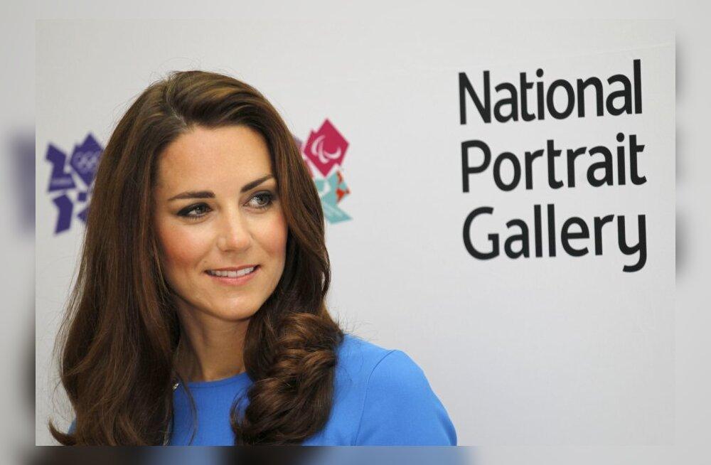 FOTOD: Kate'i teisik loobus tööst burgerikohvikus, et mängida tulevast kuningannat!
