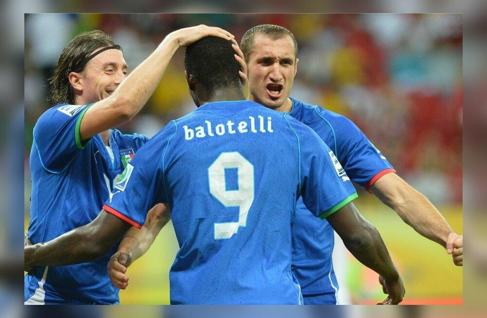 Mario Balotelli rõõmustab realiseeritud penalti üle