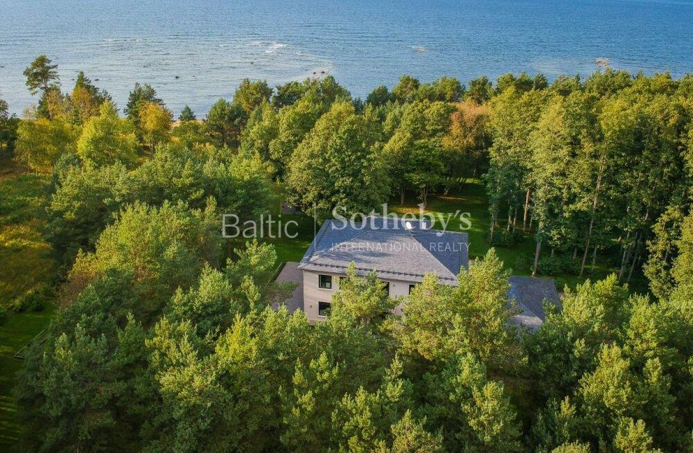FOTOD | Uhke eraliivarannaga villa müügis. Lukus oleva kinnistu müüja on salapärane Eesti kodakondsusega mees