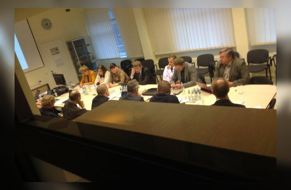 FOTO: Haigekassa nõukogu kogunes erakorralisele istungile