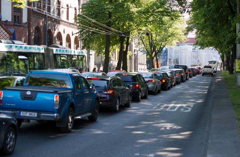 Tulumaksuseaduse muudatus kaotab erakasutuses olevatelt firmaautodelt sõidupäeviku pidamise kohustuse.