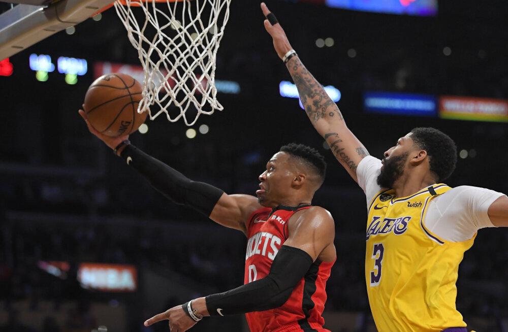 VIDEO | Ajalooliselt lühikese koosseisuga Rockets alistas Lakersi, uus mängija olulises rollis