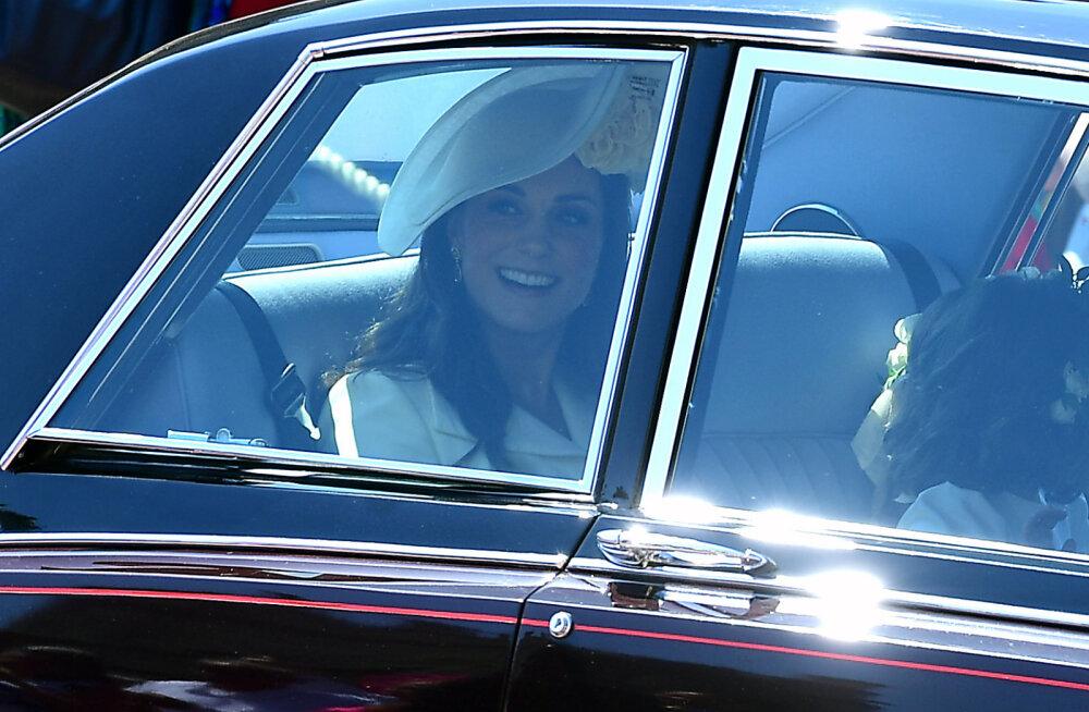 Uskumatu: peale prints Philipi autoõnnetust selgus, et ka Meghan Markle ega Kate Middleton ei kanna turvavööd ja seda ühel väga totral põhjusel