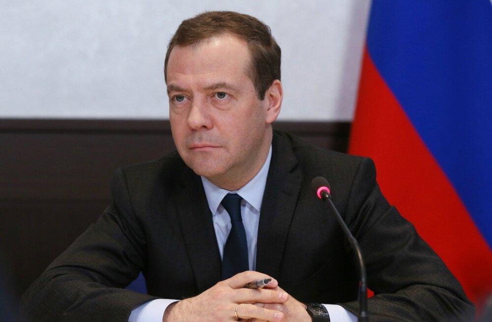 Medvedev teatas, et veetis meeleavalduste päeva suusatades