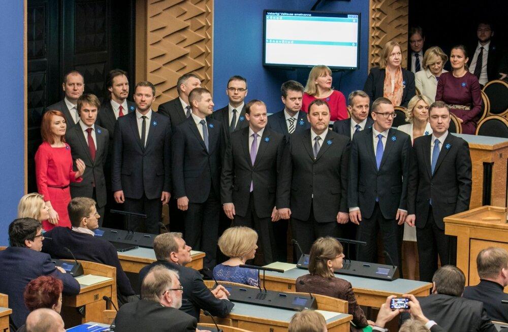 Pärast eelmisi valimisi moodustatud uus valitsus andis Riigikogu ees ametivande 09.04.2015.