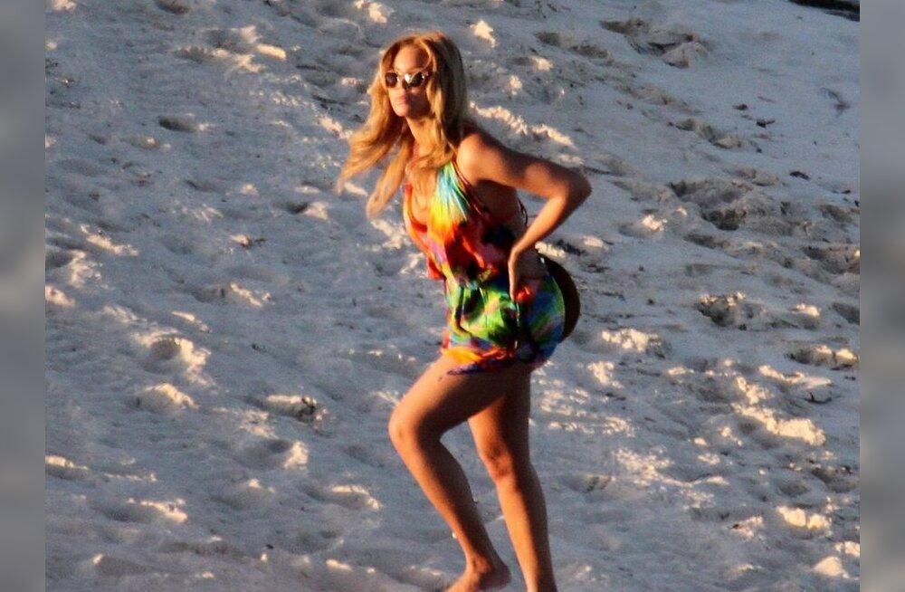 FOTOD: Kurvameelne Beyoncé jalutas Kariibi mere rannal