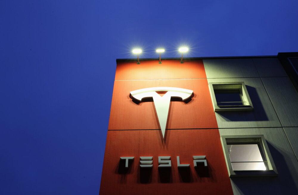 Tesla продала рекордное число электрокаров за год — почти полмиллиона