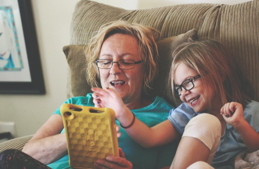 Суд обязал бабушку удалить фото внуков из соцсетей