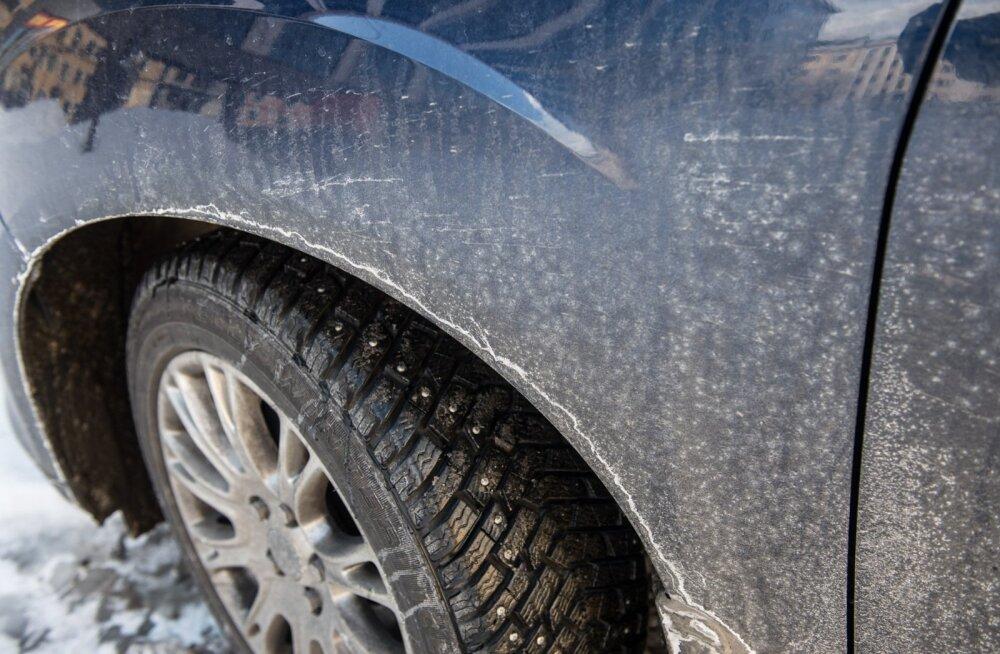 Soolakiht tänavatel ja autodel