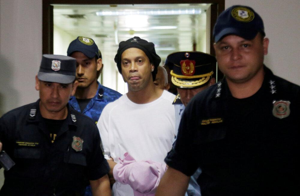 Ronaldinho tähistas 40. sünnipäeva Paraguay vanglas suure grillipeoga