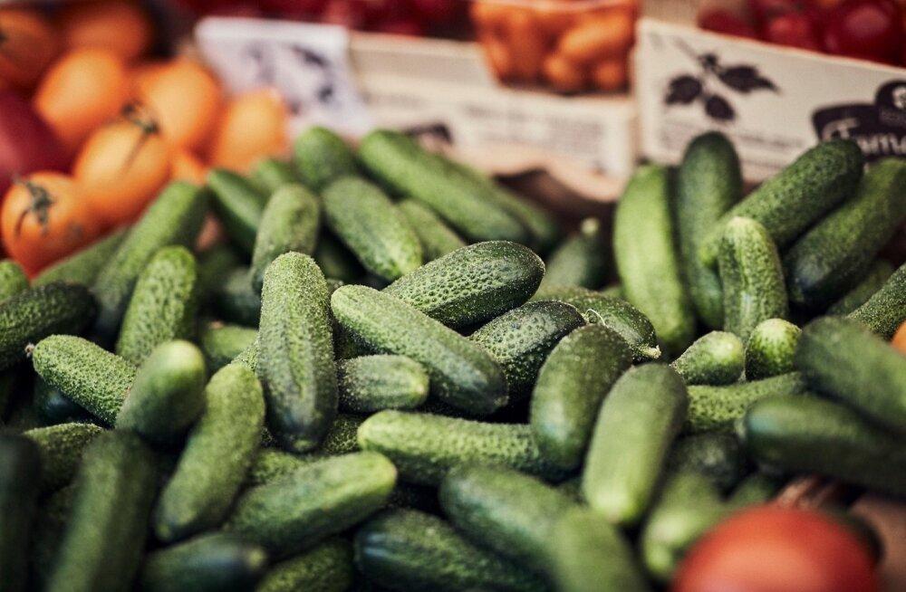Maasikad, kukeseened, kurgid, kartulid