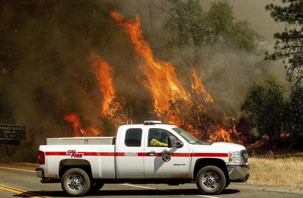 USA agressiivse metsa- ja maastikupõlengu eest tuli pageda kümneil tuhandeil inimestel