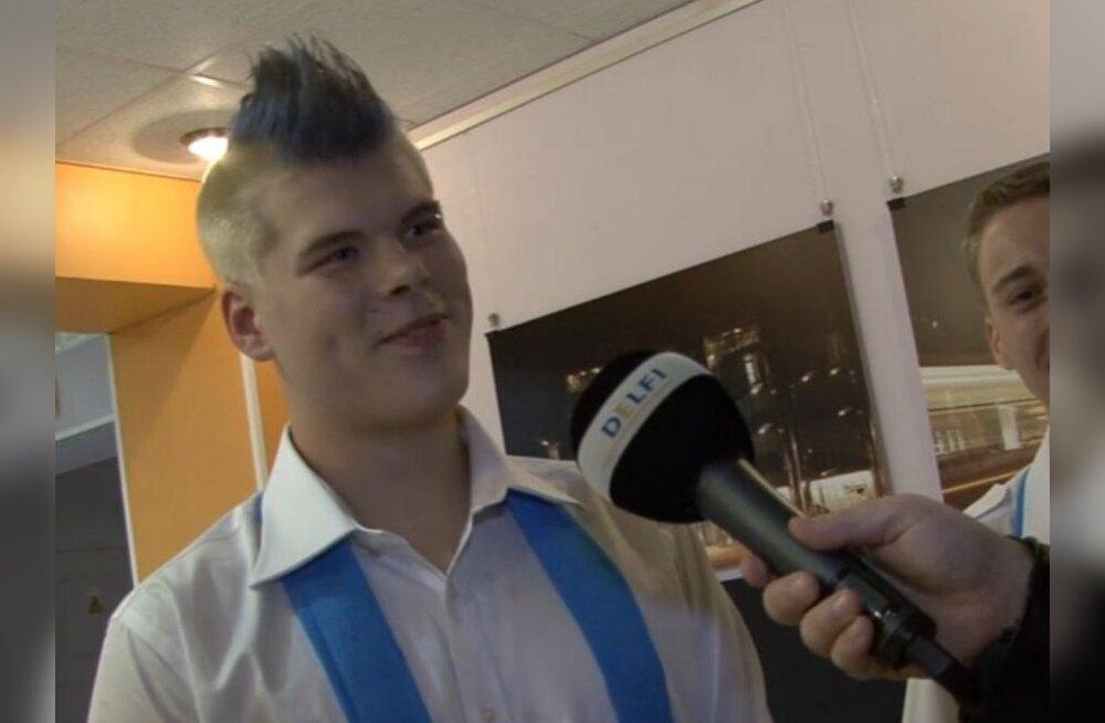 """VIDEO: Õpetaja palus """"Laulupealinna"""" kooripoisi punk-harja siniseks värvida"""