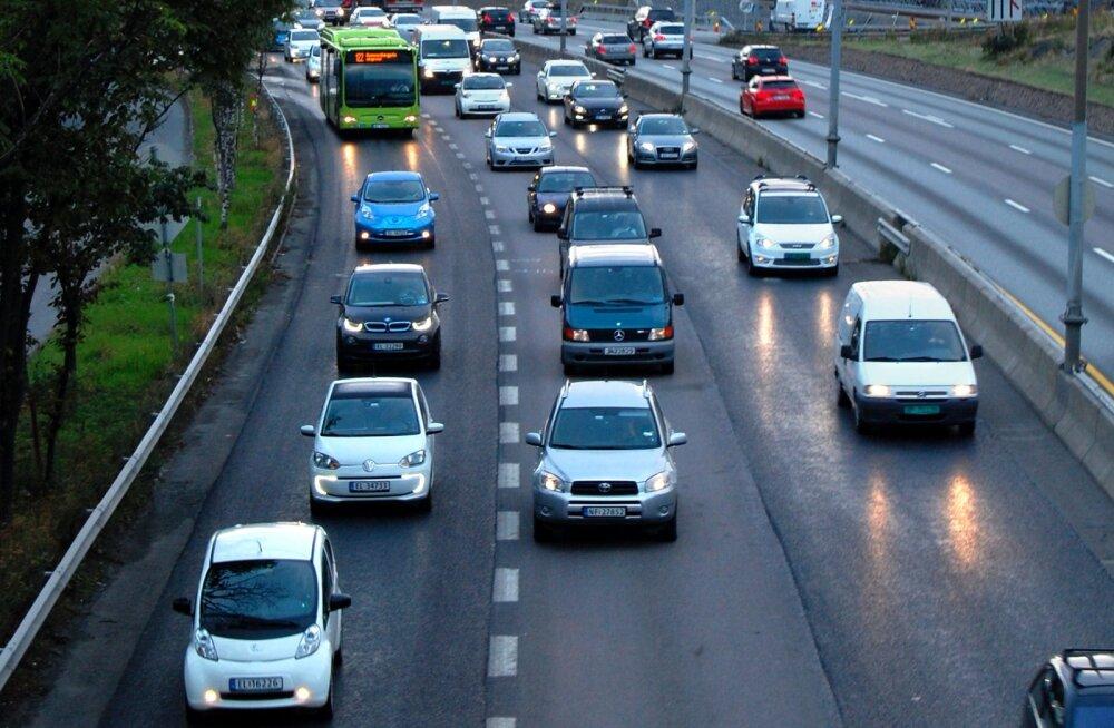Ajaleht: Norra on keelustamas bensiini- ja diiselautode müüki