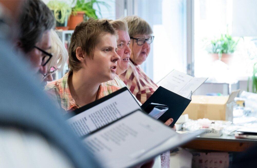 Merimetsa tugikeskuse laulukoor harjutas eile veel suureks peoks. Nemad on üks 68-st kollektiivist, kes peol osaleb.