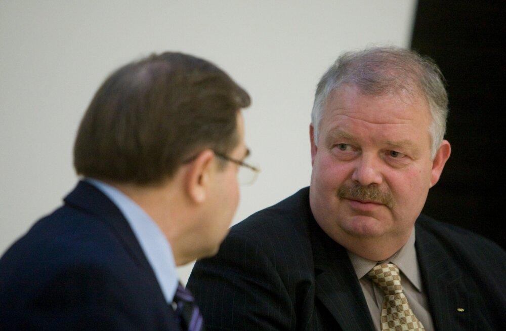 Pärast 2001. aastal Mart Siimannile (vasakul) allajäämist töötas Jüri Tamm (paremal) asepresidendina.