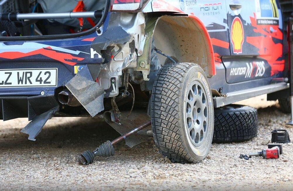 Thierry Neuville`i masin pärast õnnetust