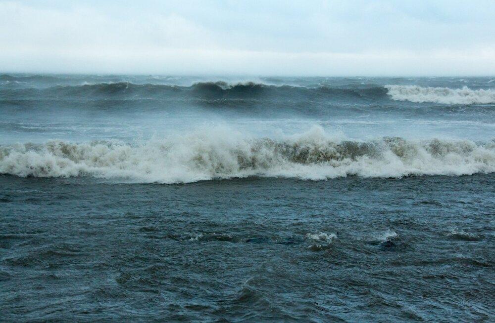 Ilmateenistus hoiatab: ilm kisub taas tormiseks! Tuul puhub kuni 25 meetrit sekundis