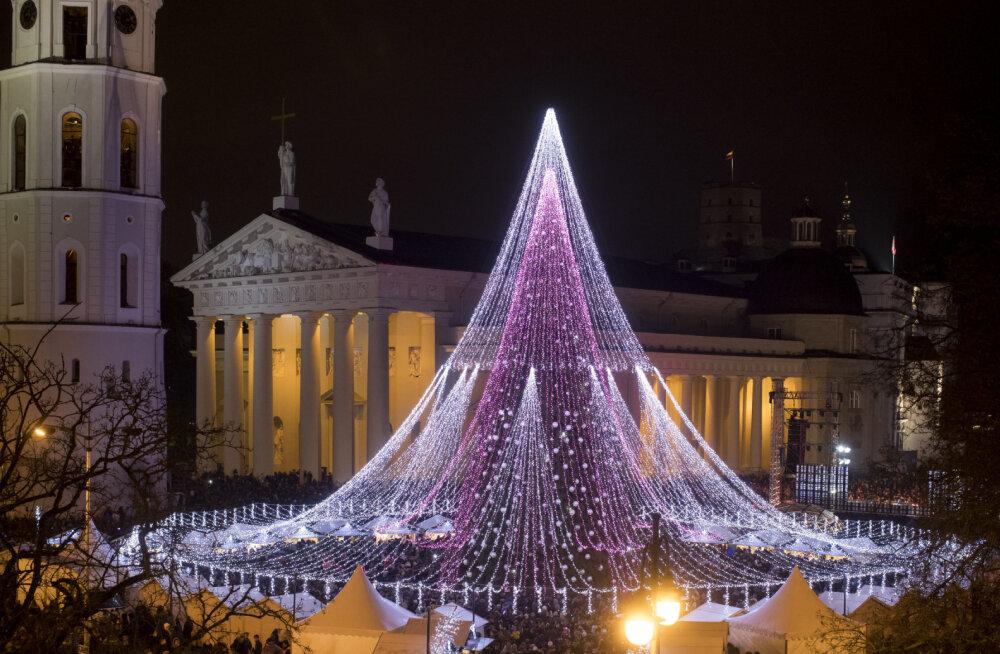 Вильнюс готовится к Рождеству: организаторы надеются, что главная елка удивит не только жителей столицы Литвы, но и другие города мира