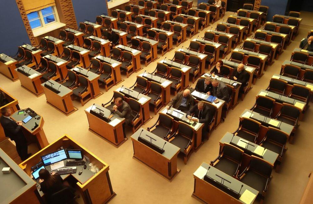 FOTO | Huvi missugune! Riigikogus kuulas minister Tammisti juttu e-riigist vaid kaheksa rahvasaadikut