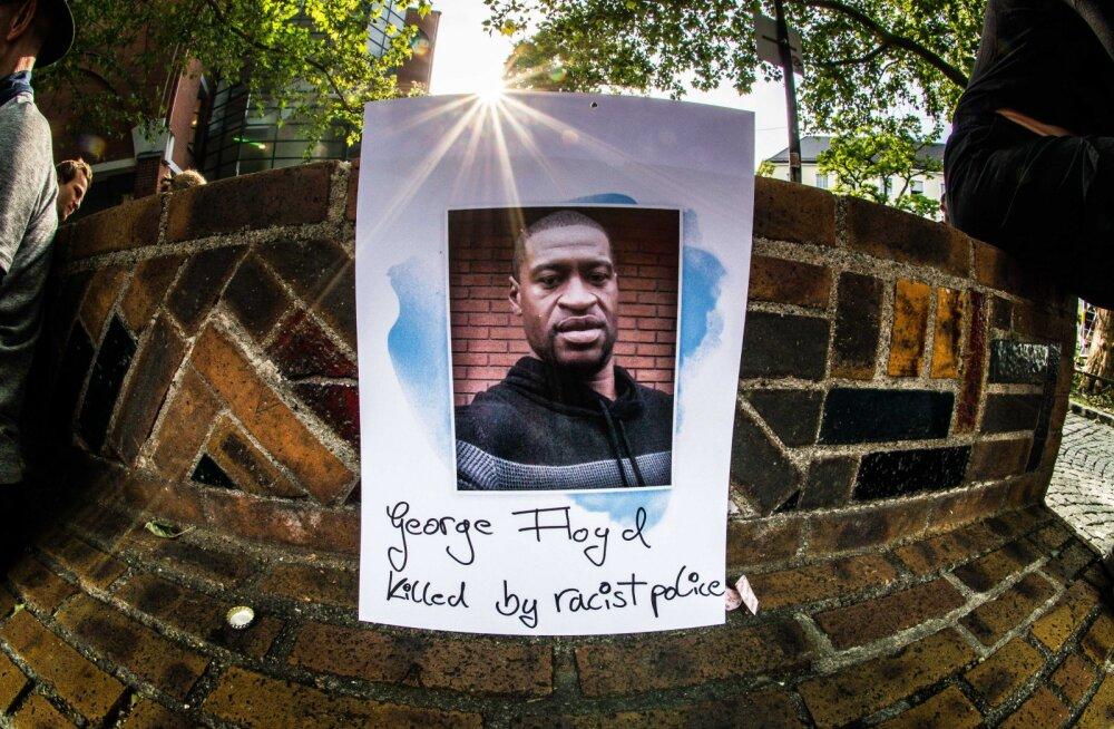 Kõik neli mustanahalise George Floydi tapmise juures olnud politseinikku saavad süüdistuse