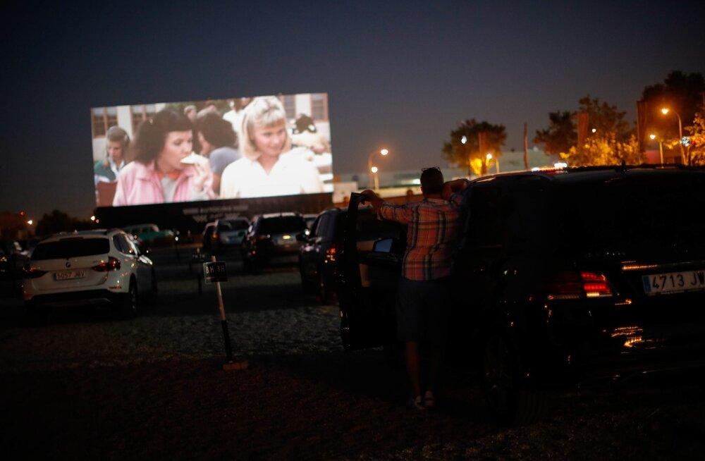 """Filmi """"Grease"""" näitamine Madriidi autokinos"""