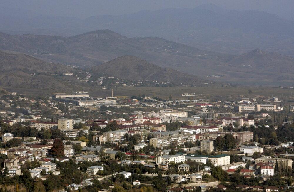 Eestlanna konfliktses Mägi-Karabahhis: sõitsin taksos noorukiga, kelle isa teatas telefonis, et pommitatakse. Poeg pidas seda aprillinaljaks