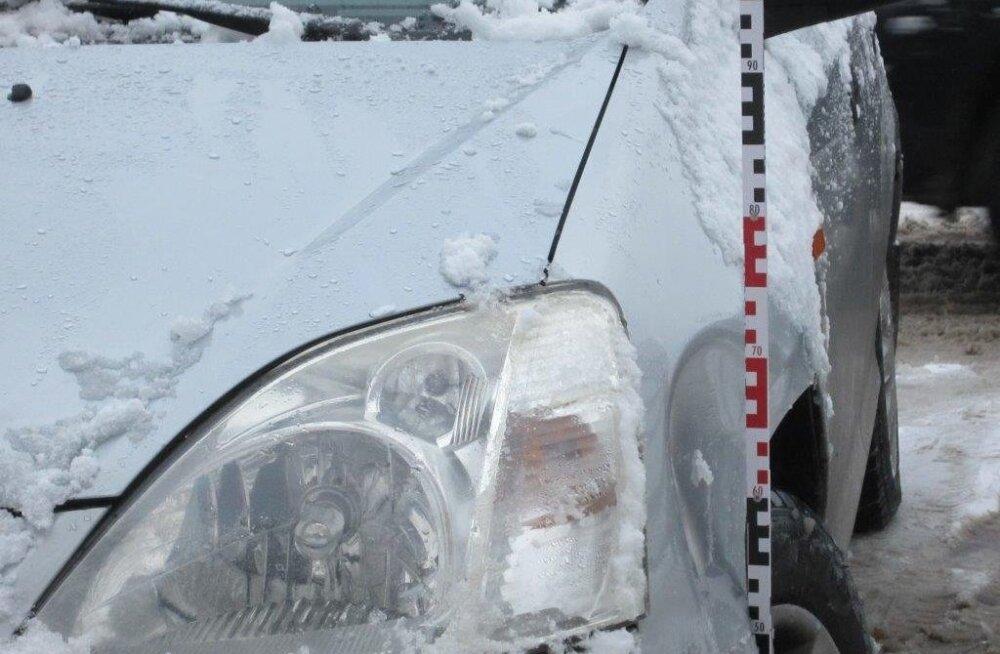 В Тарту внедорожник BMW задел легковушку и скрылся
