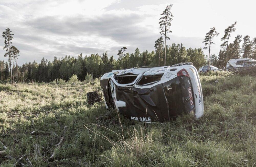 Harju ralli viimasel kiiruskatsel sõitis auto rahva sekka, hukkus kolm inimest