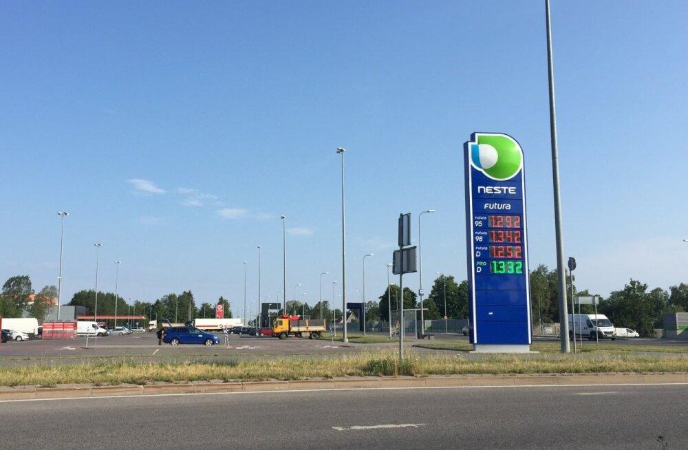 Kütusehinnad Neste tanklas Peetris reede hommikul.