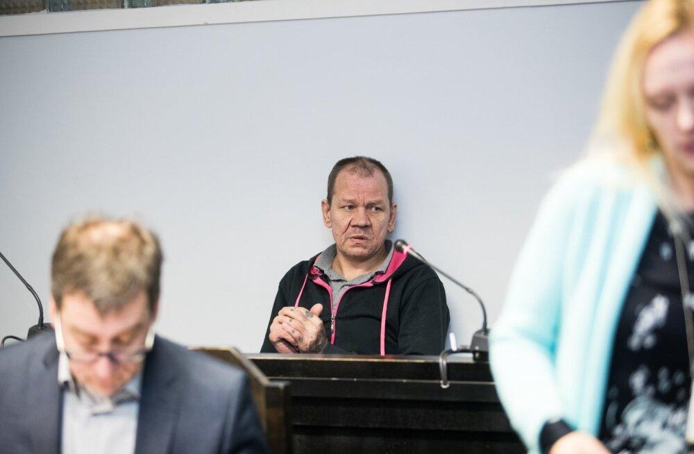 Ago Ploovits kohtusaalis
