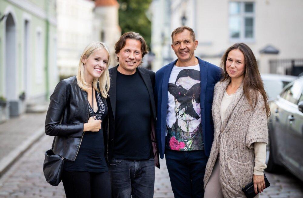KOHTUMISRÕÕM Kristjan Järvi koos oma armastatu ja tütre ema, viiuldaja Hanna-Liis Nahkuriga ning ettevõtja Urmas Sõõrumaa koos oma joogaõpetajast elukaaslase Hedi Laigariga.