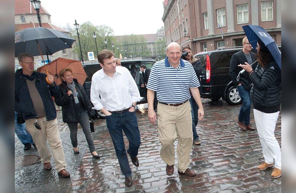 """FOTOD: Microsofti juht Steve Ballmer käis Tallinna vanalinnas """"napsitamas"""""""