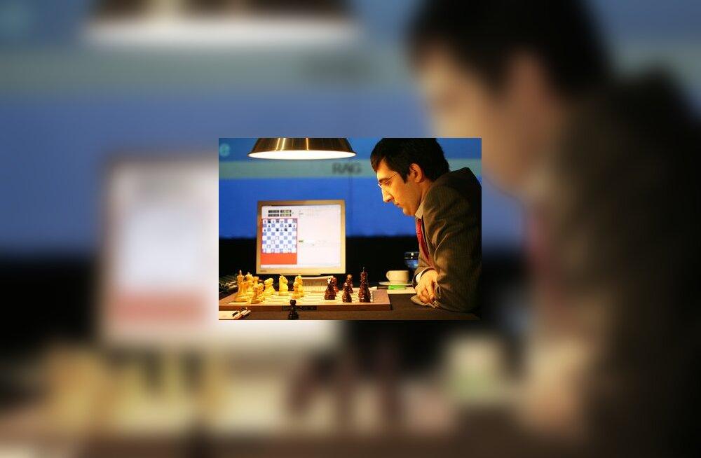 Male maailmameister jäi arvutiprogrammi Deep Fritz vastu jänni