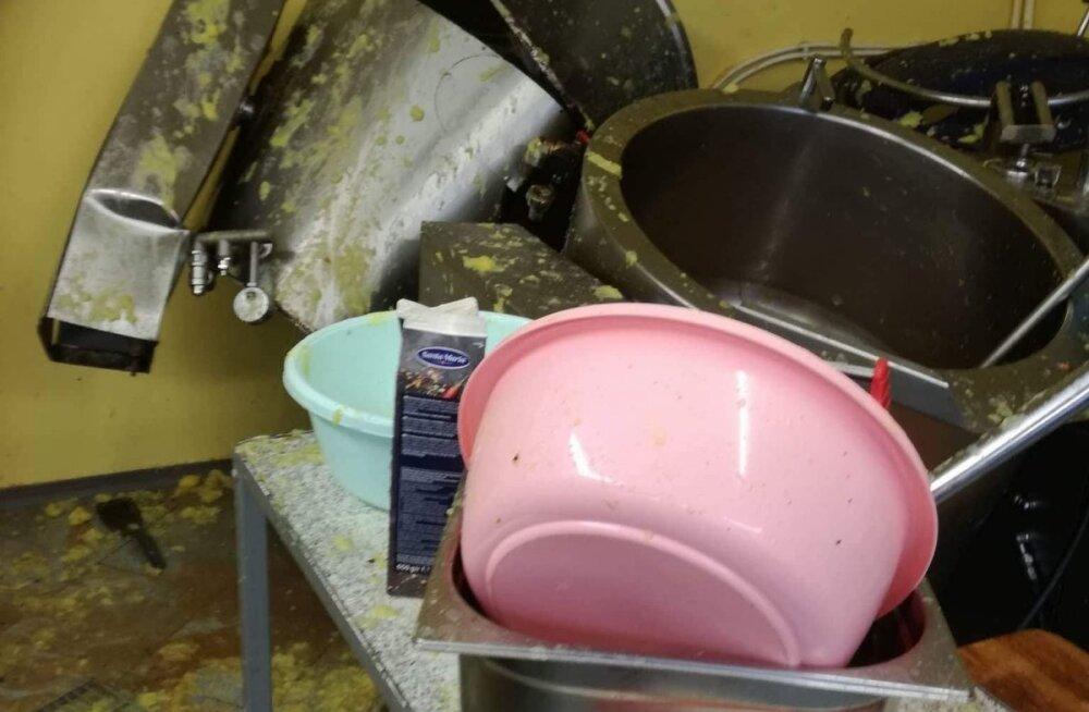 ФОТО читателя Delfi: В валгаской школе взорвался котел для приготовления пищи