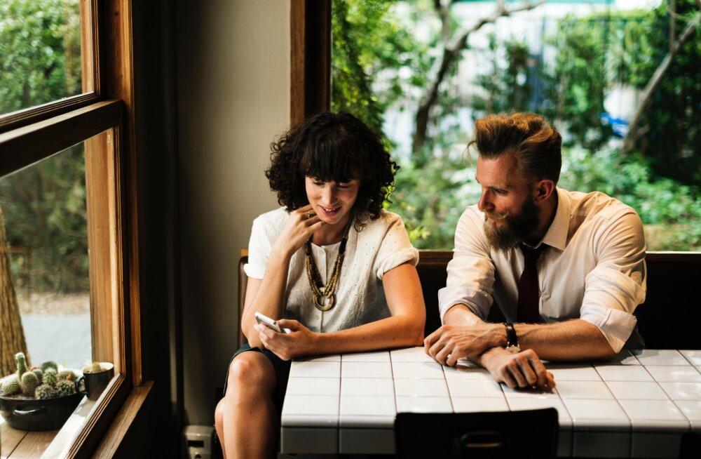 15 küsimust, mis aitavad vestlust ülal hoida nii esmakohtingul kui seltskonnas, kus sa kedagi ei tunne