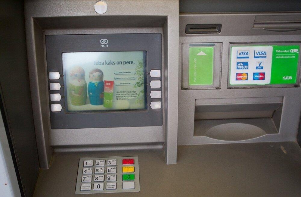 В Локса злоумышленники в банкомате просверлили дырку