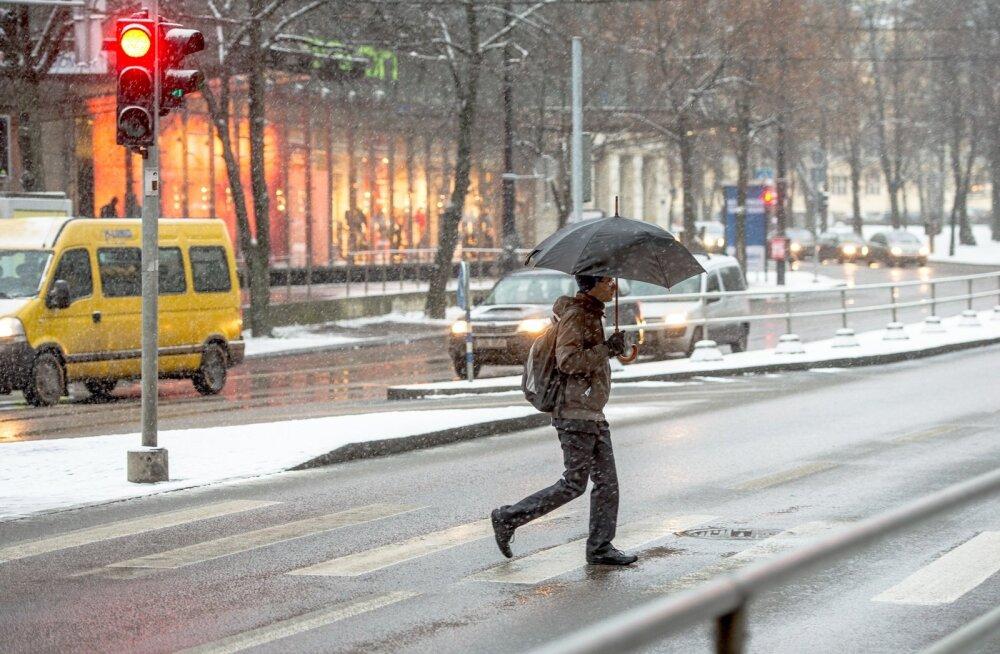 Nädalavahetusel tasub endaga vihmavarju kaasas kanda.