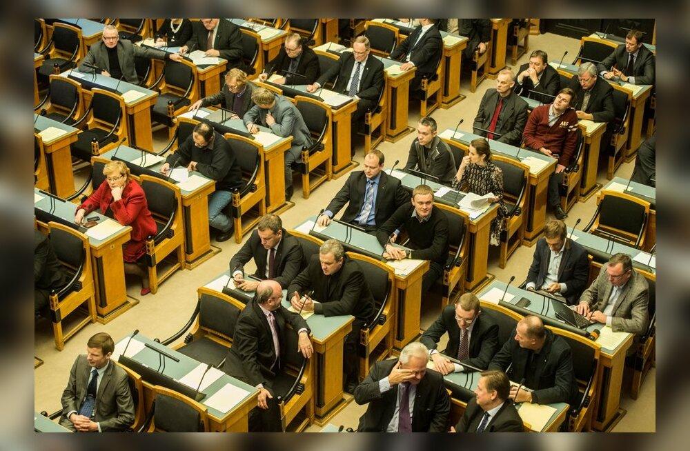 Riigikogulased: ajakirjanikud tulid ööistungile prassima!