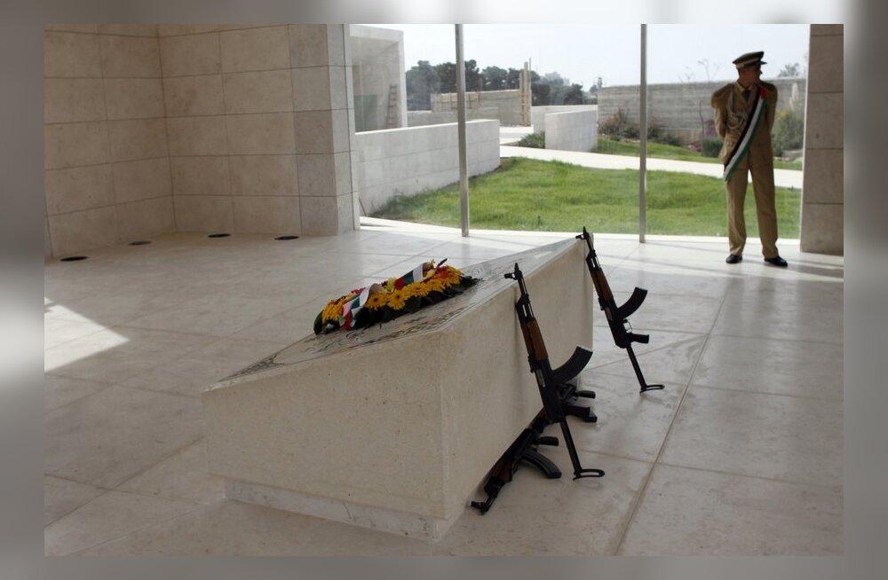 Palestiinlased alustasid Yasser Arafati haua avamist